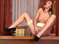 Marel Dew masturbating in high heels