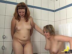 Pinkelspiele in der Badewanne